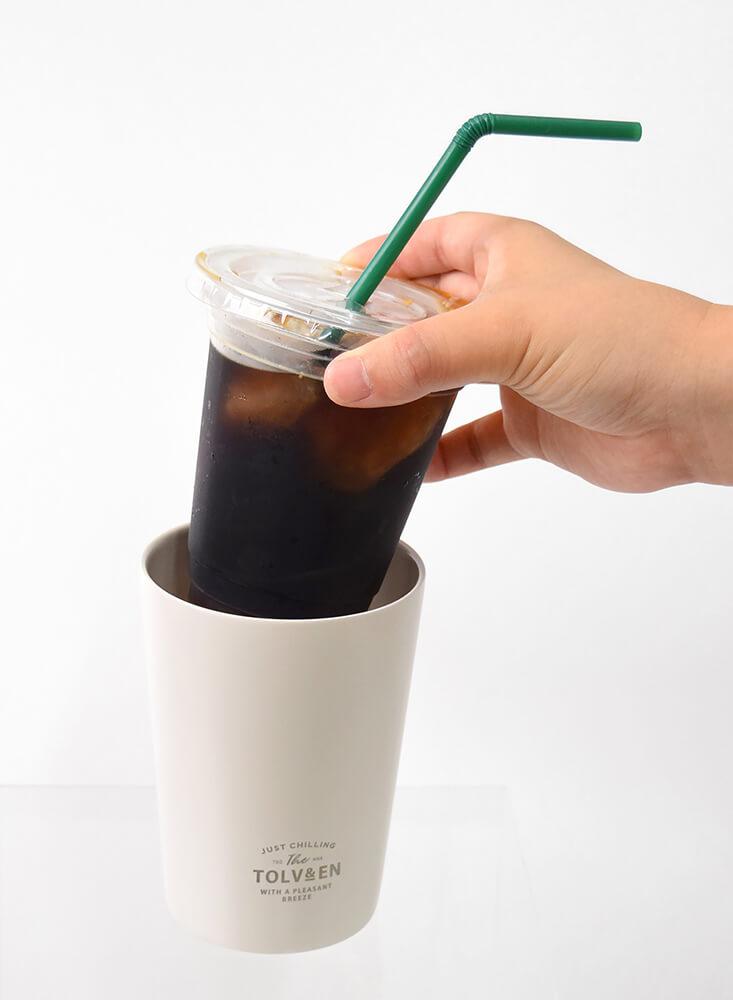 全国展開コンビニエンスストアのアイスドリンクS〜Lサイズ相当、コーヒーショップのショート〜トール相当のサイズに適合